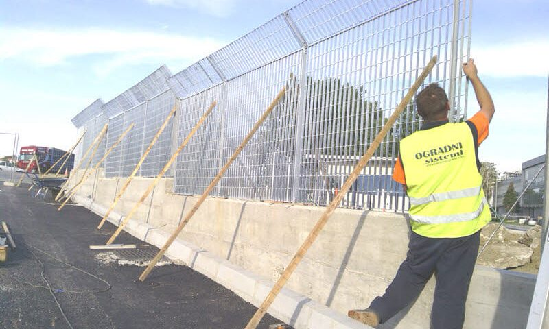 montaža panelne ograde